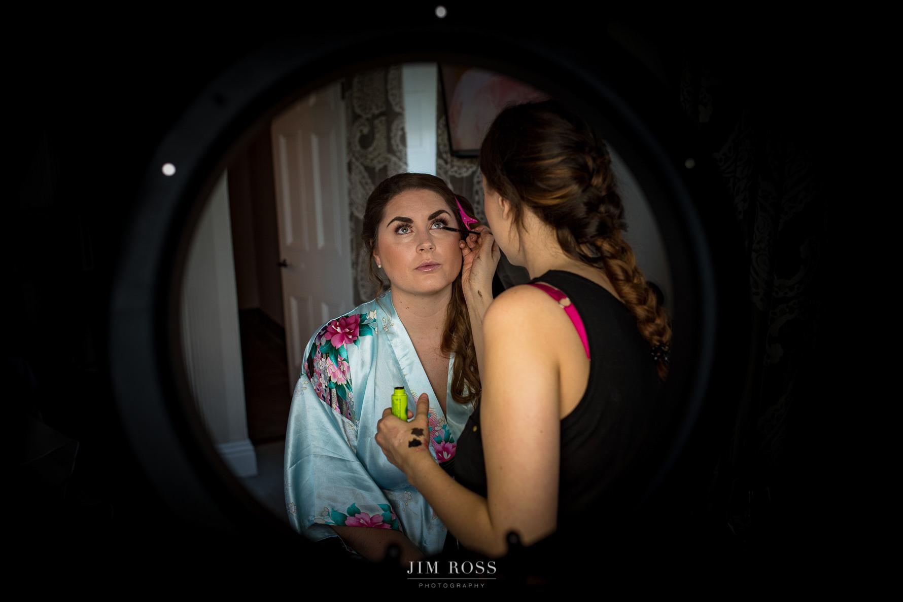 Makeup through artist's light