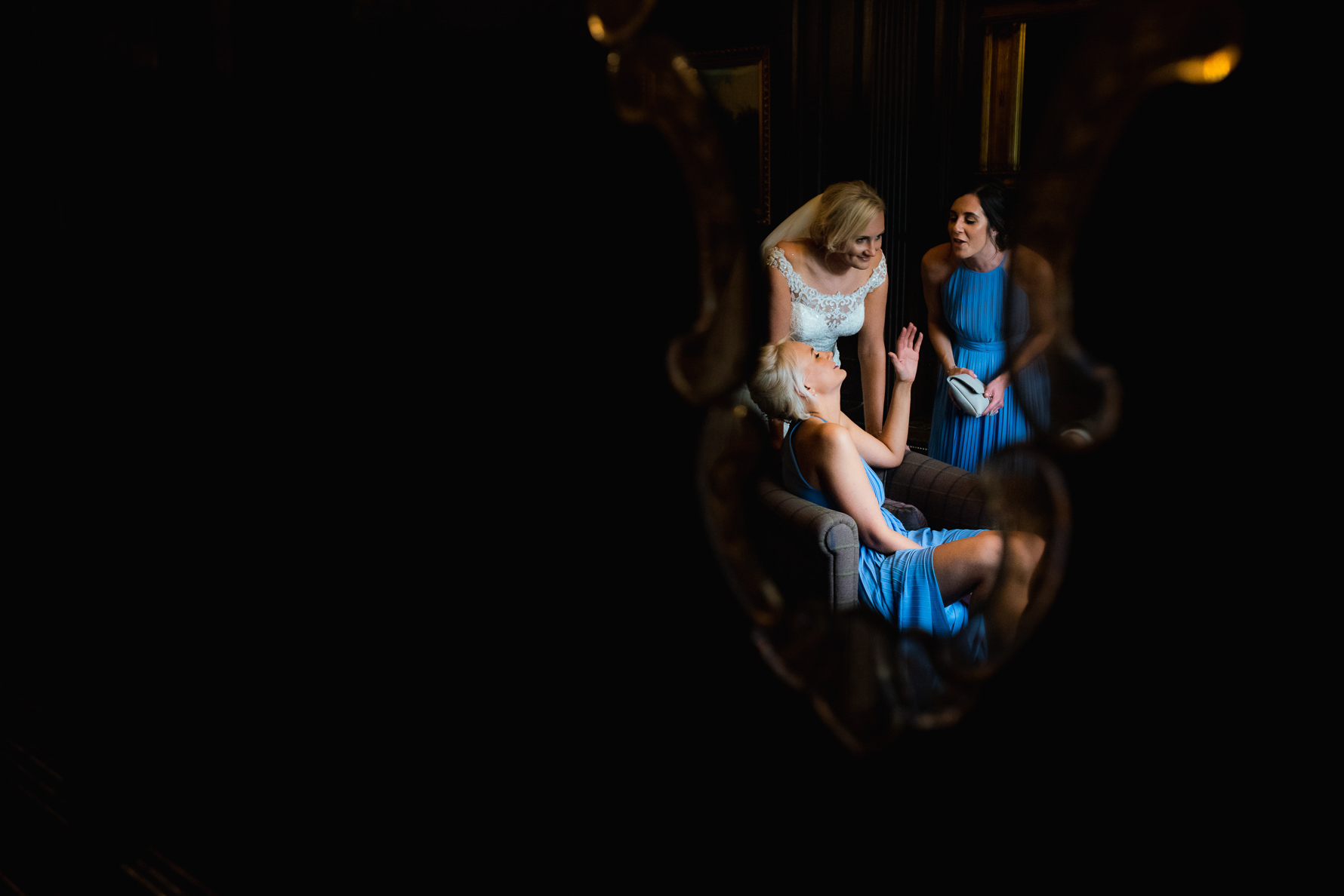 Bride sneaks a moment with closest pals