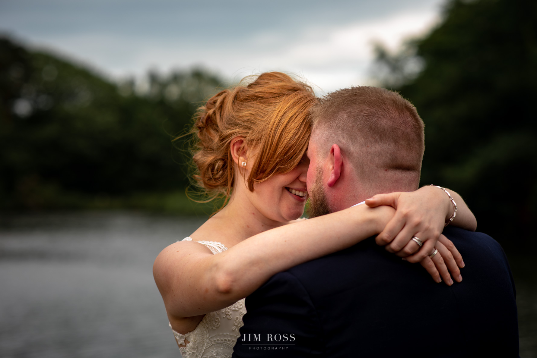 Newlyweds by the lake at Delamere Manor