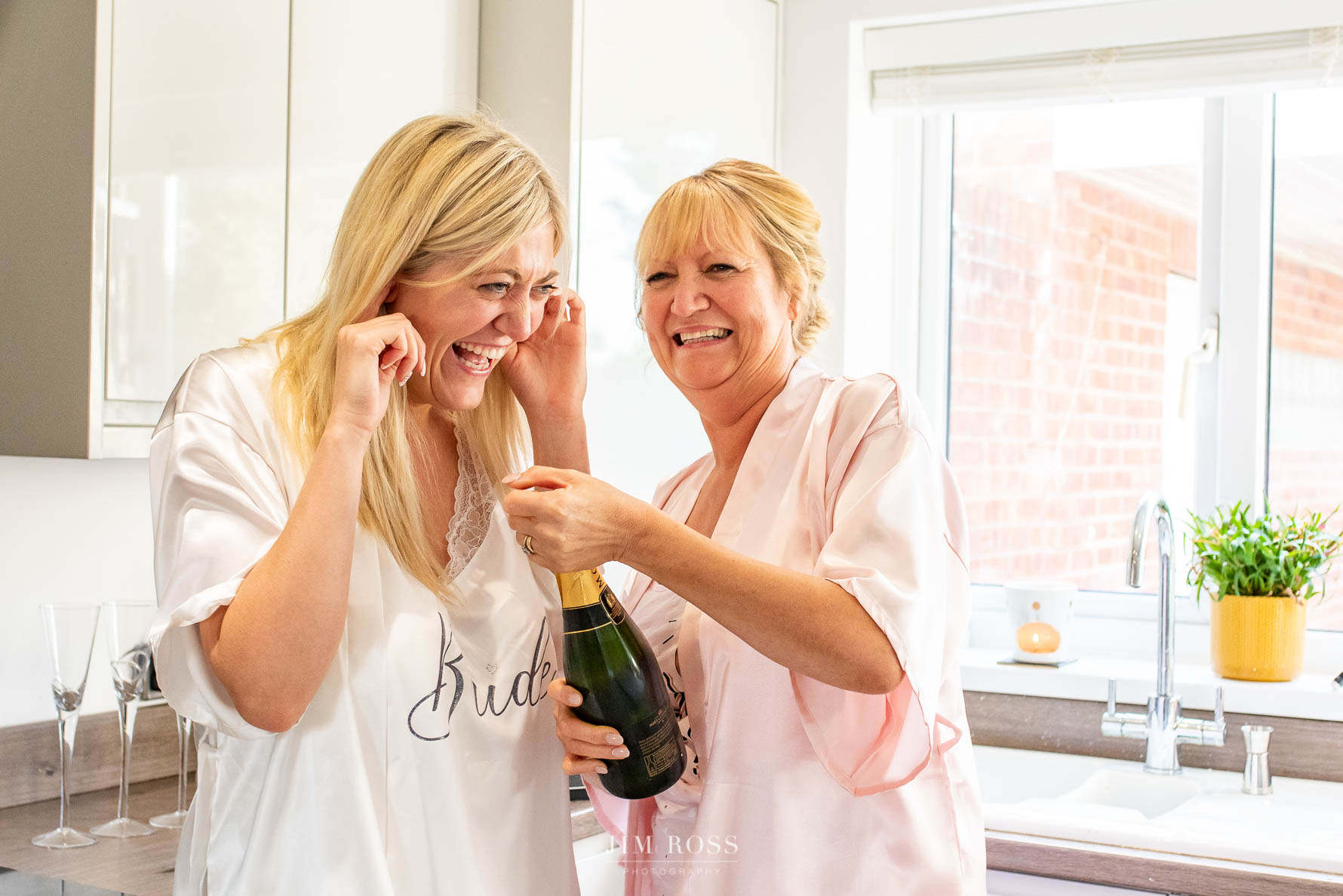 Champagne breakfast for bride and mum